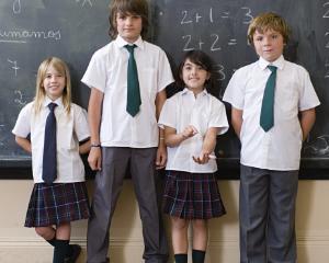 Elevii care nu poarta uniforma nu pot fi sanctionati cu scaderea notei la purtare