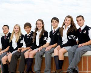 Uniforma scolara, din nou obligatorie. Deputatii au aprobat proiectul care impune semne distinctive pentru elevii din fiecare scoala
