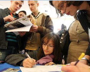 Liceenii romani se pot inscrie deja la Universitatile din Olanda