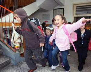 Elevii si prescolarii vor intra de vineri in vacanta intersemestriala