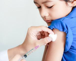 Vaccinarea copiilor, conditie obligatorie pentru inscrierea la scoala sau gradinita. Ce se intampla cu cei care refuza imunizarea