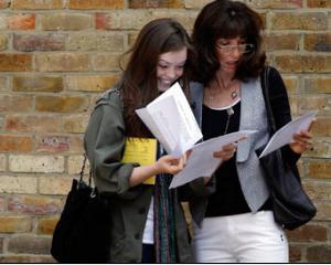 Candidatii la Evaluarea Nationala 2014 isi pot vedea lucrarile: cand pot depune cererea