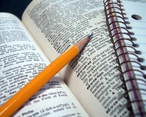 """De """"Ziua Dictionarului"""", il sarbatorim cum se cuvine! Participa la concursul Portal Invatamant"""